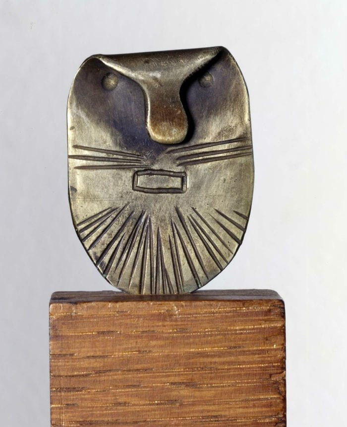 PETIT MASQUE D'HOMME DIT TÊTE DE CHAT – SMALL HUMAN MASK KNOWN AS THE CAT HEAD)